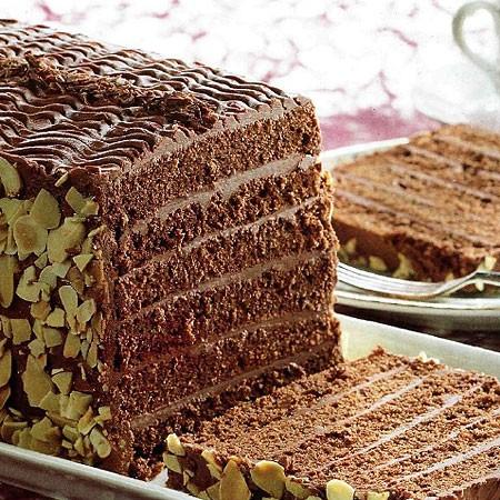 Recette Génoise fourrée au chocolat noir et amandes