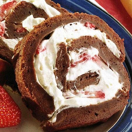 Recette du Gâteau roulé au chocolat et aux fraises