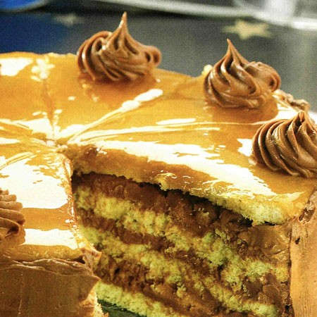Recette du Gâteau génoise au chocolat noir et caramel croquant